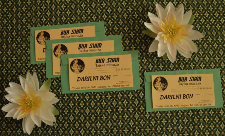 Darilni boni z dekoracijo rož